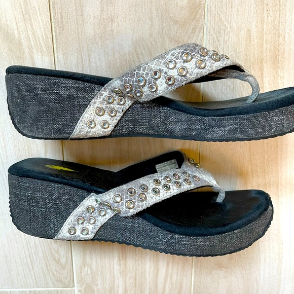 Volatile flip flops with Bling💥